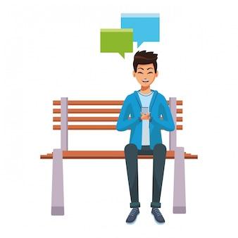 Mann, der smartphone auf bank verwendet