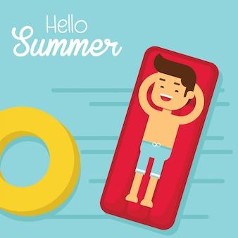 Mann gehen, in sommerferien zu reisen, mann im badeanzug, der auf sich hin- und herbewegender swimmingpoolmatratze liegt