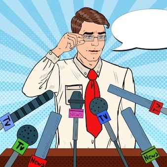 Mann hält eine pressekonferenz ab