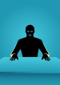Mann in der maske, die vor einer tabelle sitzt