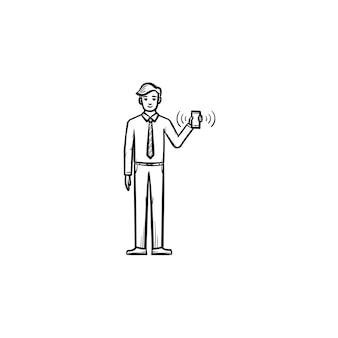Mann mit elektronischer tablette hand gezeichneten umriss doodle vektor icon. ein mann, der skizzenillustration des elektronischen geräts für druck, netz, handy und infografiken lokalisiert auf weißem hintergrund hält.