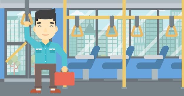 Mann mit öffentlichen verkehrsmitteln unterwegs.