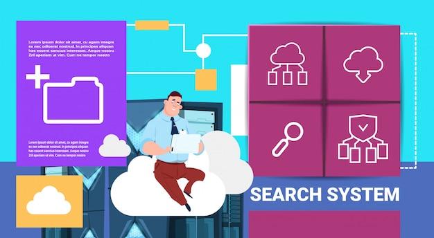 Mann mit tablet auf datenspeicher cloud synchronisationscenter mit hosting-servern und mitarbeitern. kommunikationsunterstützung für suchsysteme, flacher speicherplatz