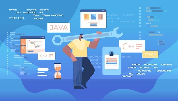 Mann programmierer hält schraubenschlüssel entwickler optimiert software engineering codierung programmierung test code konzept horizontale vektor-illustration in voller länge
