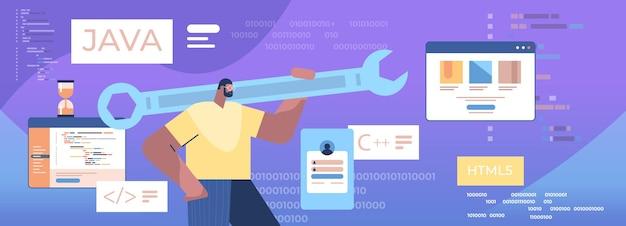 Mann programmierer hält schraubenschlüssel entwickler optimiert software engineering codierung programmierung testcode konzept horizontale porträt vektor-illustration