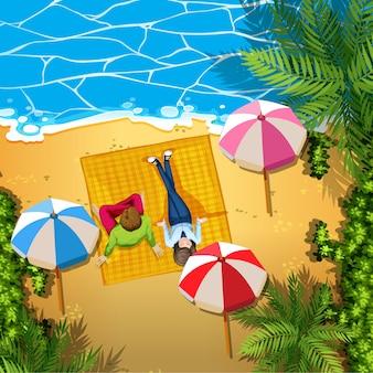 Mann und frau am strand entspannen
