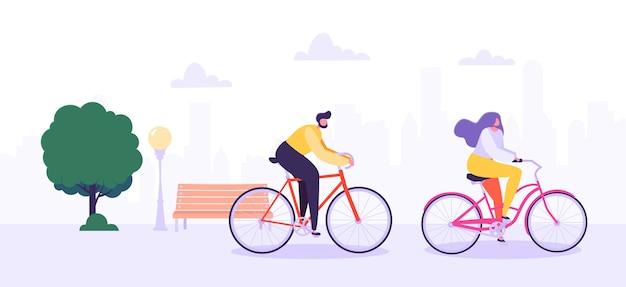 Mann und frau charaktere, die fahrrad im stadthintergrund reiten. aktive menschen genießen radtouren im park. gesunder lebensstil, öko-transport.