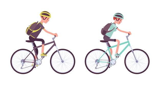 Mann und frau fahren ein sportbike