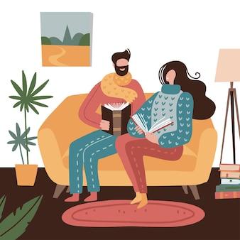 Mann und frau sitzen auf der gelben couch mit büchern in der hand.