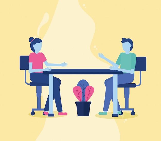 Mann und frau sitzen auf stühlen