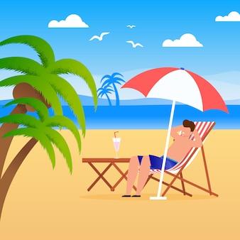 Manntourist, der entlang auf strand sich entspannt.