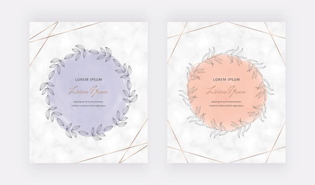 Marmorkarten mit goldenen geometrischen polygonalen linien und handgezeichneten aquarellkranzrahmen.