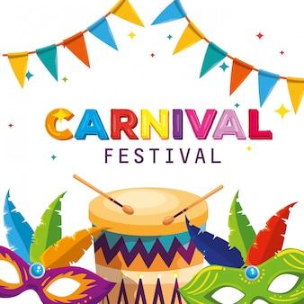Maskendekoration mit trommel- und partyfahne zum karneval