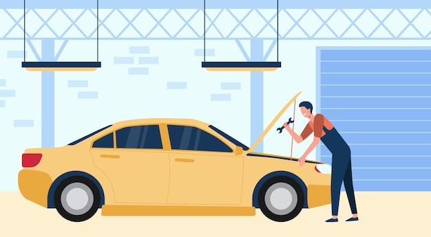 Mechaniker, der auto in garage mit werkzeug lokalisierte flache vektorillustration repariert. karikaturmann, der motor des fahrzeugs repariert oder prüft. auto-service- und wartungskonzept