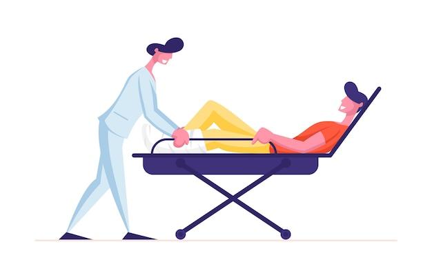 Medic pushing wheeled bed mit mann patient mit gebrochenem bein