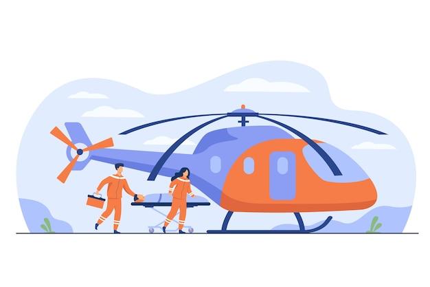 Medizinische mitarbeiter, die mit einer verletzten person eine trage rollen, um zur evakuierung zu kommen. vektorillustration für notfall-, krankenwagen-lufttransport-, rettungshubschrauberkonzept