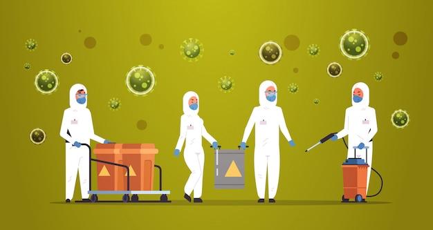 Medizinische wissenschaftler in hazmat-anzügen reinigen und desinfizieren coronavirus-zellen epidemie virus konzept wuhan pandemie gesundheitsrisiko in voller länge horizontal