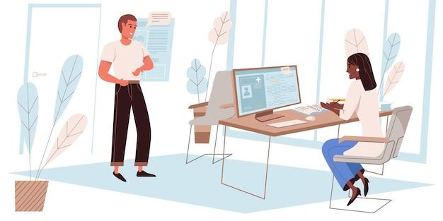 Medizinisches klinikkonzept im flachen design. der patient spricht mit dem arzt im büro, der therapeut gibt die besuchsdaten in den computer ein und verschreibt die behandlung. menschenszene der medizinischen dienste. vektor-illustration