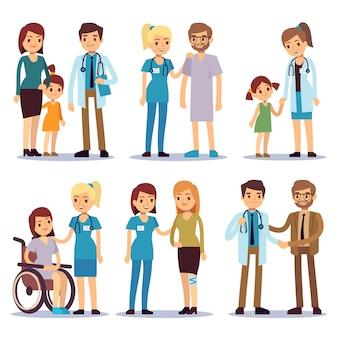 Medizinisches personal mit patienten. krankenschwestern und doktoren mit den vektorzeichentrickfilm-figuren der kranken person eingestellt. illustration der karikatur, der krankenschwester und der leute arztes und des patienten