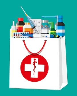 Medizinsammlung in der tasche. set aus flaschen, tabletten, pillen, kapseln und sprays zur behandlung von krankheiten und schmerzen. medikament, vitamin, antibiotikum. gesundheitswesen und apotheke. flache vektorillustration