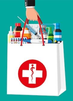 Medizinsammlung in der tasche. set aus flaschen, tabletten, pillen, kapseln und sprays zur behandlung von krankheiten und schmerzen. medikament, vitamin, antibiotikum. lieferung der apotheke. flache vektorillustration