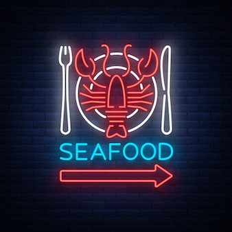 Meeresfrüchte-neonlogo-ikonenillustration. hummeremblem, neonreklame, nachtzeichen für das restaurant, café, bar mit meeresfrüchten. leuchtendes banner, eine vorlage für ihre projekte
