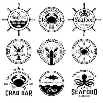 Meeresfrüchteset mit monochromen etiketten, abzeichen oder emblemen