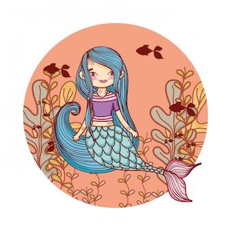 Meerjungfrau, die unter wasser schwimmt