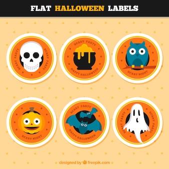 Mehrere runde etiketten mit halloween-elemente