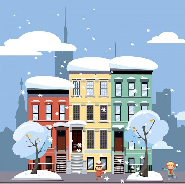 Mehrfarbige gemütliche mehrparteienhäuser. winter stadtlandschaft. straßenstadtbild mit spielenden kindern.