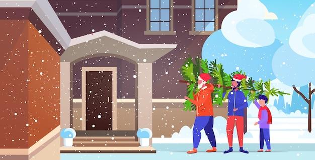 Mehrgenerationenfamilie, die frisch geschnittenen weihnachtsbaum frohe weihnachten frohes neues jahr trägt