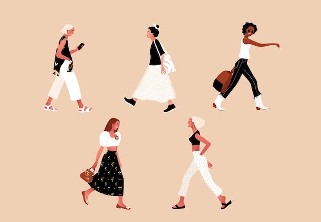 Menge winziger leute, die stilvolle kleidung tragen. modische männer und frauen, outdoor-aktivitäten. gruppe von männlichen und weiblichen zeichentrickfiguren, die gehen, tanzen, laufen. flache illustration.