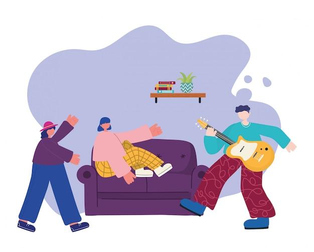 Menschen aktivitäten, mann spielt gitarre frau auf dem sofa und frau tanzen