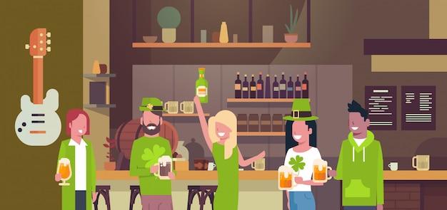 Menschen feiern saint patricks day illustration