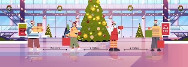 Menschen in masken, die soziale distanz halten, um coronavirus-pandemie neujahrs-weihnachtsfeiertagsfeierkonzept des einkaufszentrums interieur in voller länge horizontale vektor-illustration zu verhindern