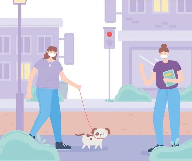 Menschen mit medizinischer gesichtsmaske, frau mit hund und mädchen mit buch halten abstand, stadtaktivität während des coronavirus