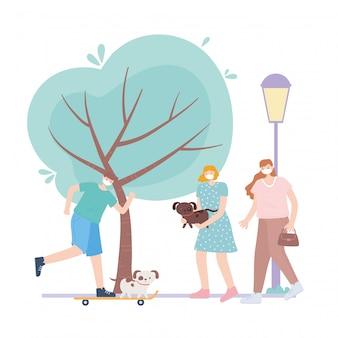 Menschen mit medizinischer gesichtsmaske, menschen, die schlittschuh laufen und mit hunden im park gehen