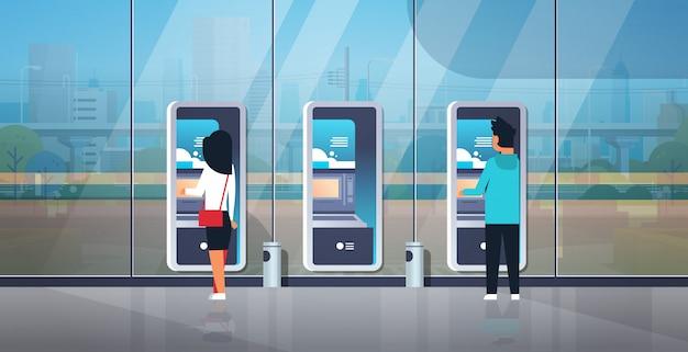 Menschen mit self-service-geldautomaten