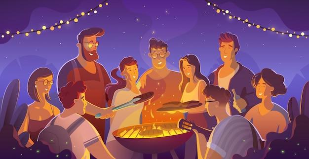 Menschen- und lebensmittelkonzept - glückliche freunde, die fleisch zum abendessen bei sommergartenparty in der nacht haben.