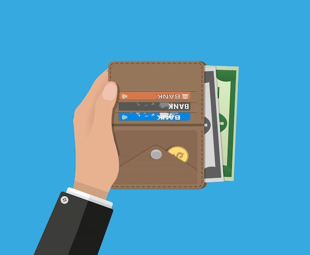 Menschliche hände halten geöffnete brieftasche