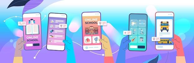 Menschliche hände unter verwendung der digitalen mobilen app fernunterricht online-schule e-learning soziale distanz konzept smartphone bildschirme horizontale vektor-illustration