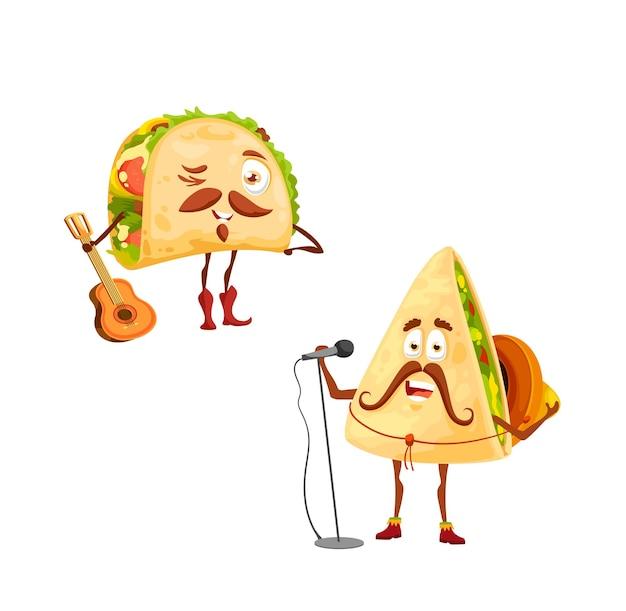 Mexikanische tacos und quesadilla-zeichentrickfiguren. vektor-sänger in sombrero mit mikrofon und lustiger musiker mit gitarre-tex-mex-fastfood mit schnurrbärten, die nationalfeiertage feiern