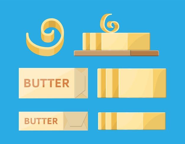Milchbutter im paket verteilt. cremige butter oder margarine in locke, riegel, scheibe, auf holzbrett.