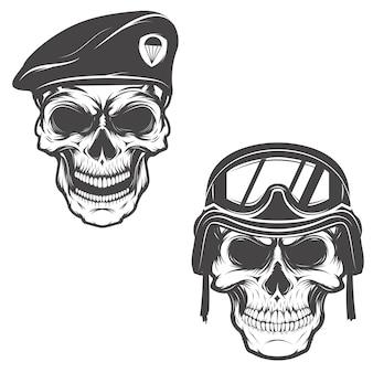 Militärschädel. schädel in fallschirmjäger baskenmütze. schädel im soldatenhelm.