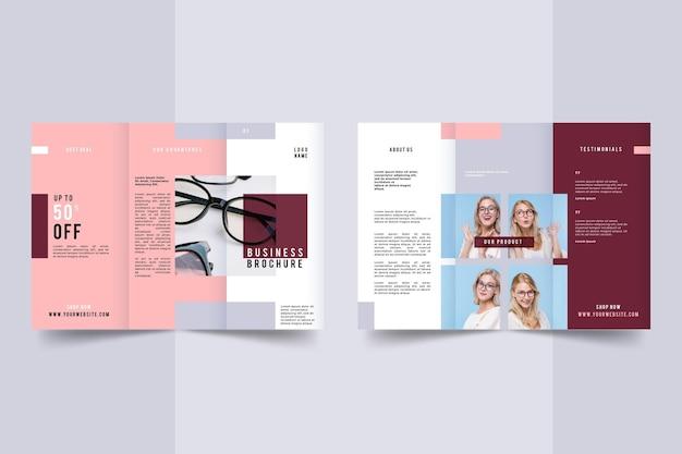 Minimale dreifach gefaltete broschürenvorlage mit foto