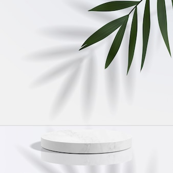 Minimales geometrisches podium aus weißem marmor in weiß