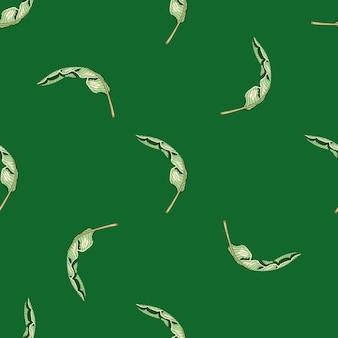 Minimalistisches nahtloses muster mit zufälligen kleinen weißen tropischen palmblättern. grüner hintergrund.