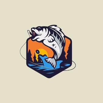 Minimalistisches und einfaches fischen auf sonnenuntergangslogo