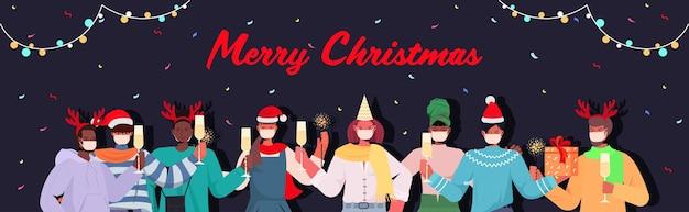 Mischen sie rassenleute in masken, die neujahrsweihnachtsferien coronavirus-quarantänekonzept horizontale illustration feiern