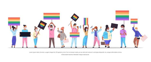 Mischen sie rassenmenschen in masken mit lgbt-bannern auf dem lesbischen gay-pride-festival transgender-liebe lgbt-community-konzept horizontale isolierte vektorillustration in voller länge